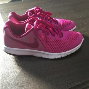 Youth Nike Sneakers size 4 Pink